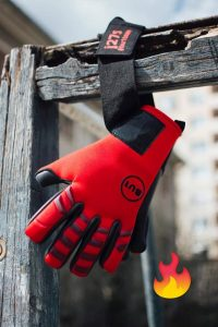 BU1 Neo Red goalkeeper gloves